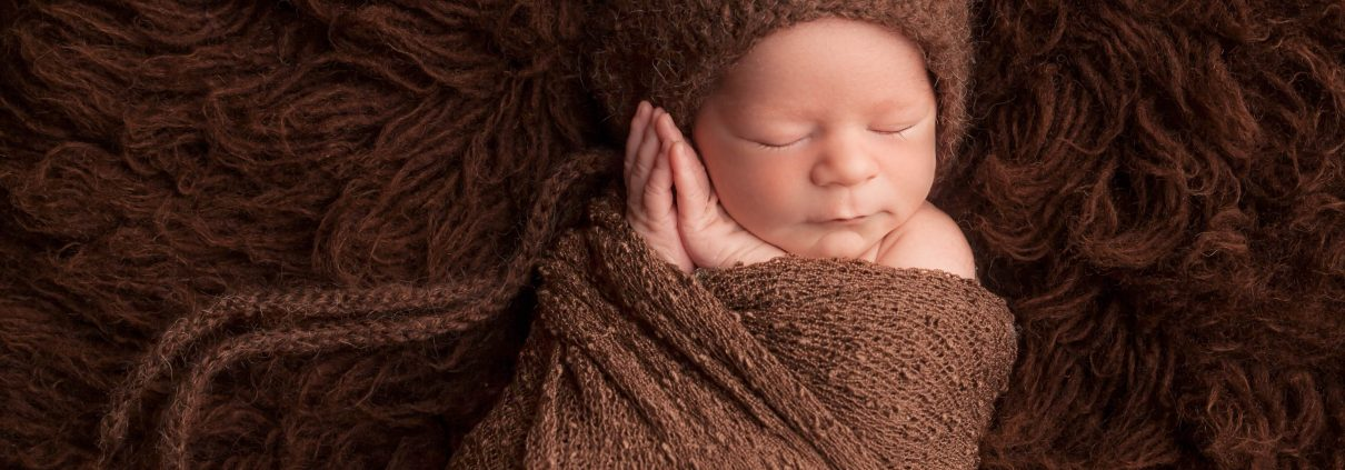 newborn in bear hat photographer cumberland, B.C