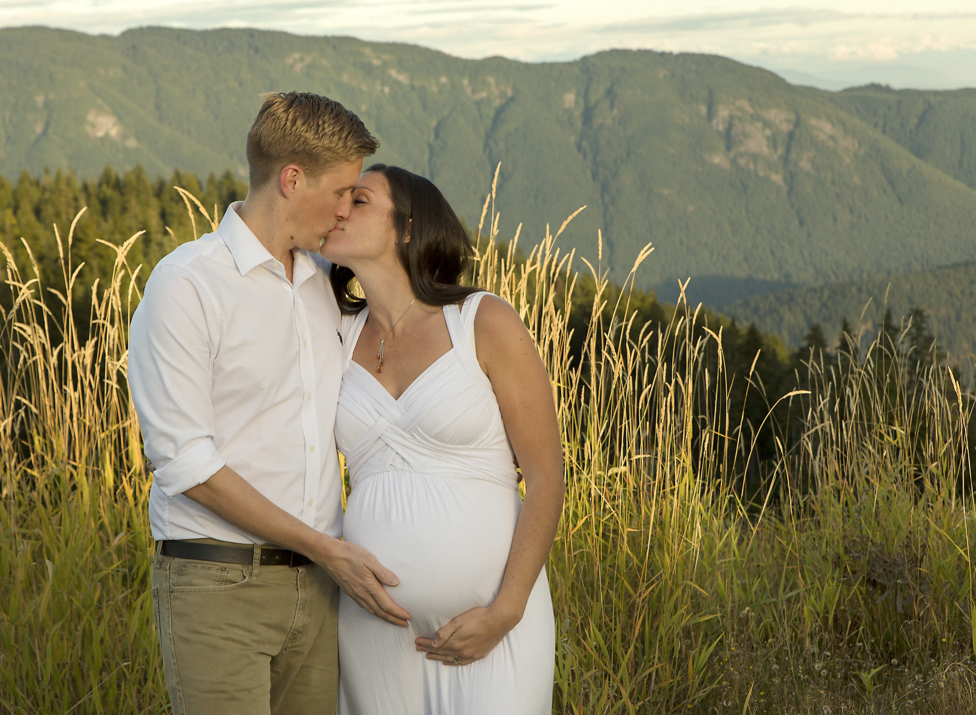 maternity mountain photo session comox valley