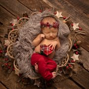 newborn girl chiristmas wreath comox valley photographer