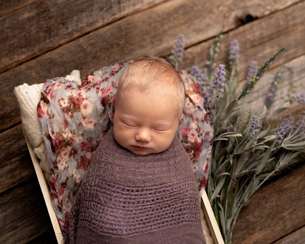 newborn--flowers--photographer-courtenay