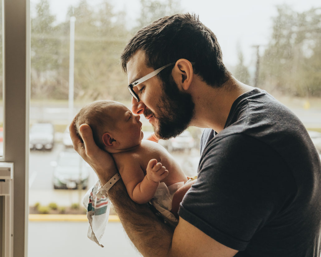 new-baby-with-dad-photography-comox-valley